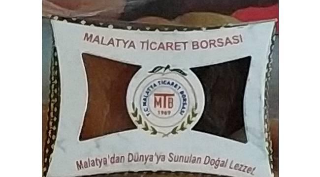 Fenerbahçeli taraftarlara kayısı ikram edildi