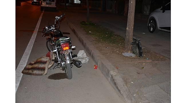 Kamyonetin radyatörünü çalan 2 şüpheli motosikletle kaçarken yakalandı.