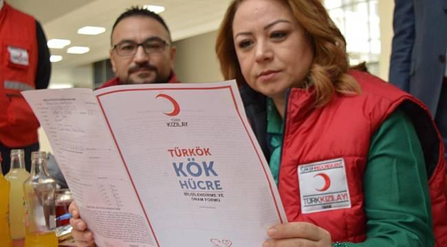 Rektör Prof. Dr. Karabulut, önce kendisi kan bağışında bulundu, ardından personel ve öğrenciler bağış yaptılar