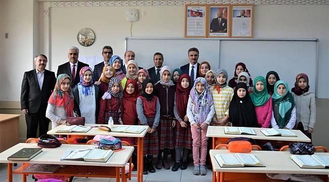 Vali Aydın Baruş, Avni Kiğılı Kız Anadolu İmam Hatip Lisesini Ziyaret Etti