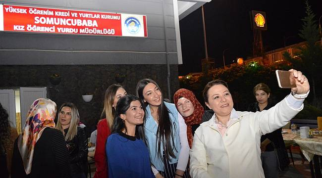 Rektör Karabulut, öğrencilerle sahur yaptı