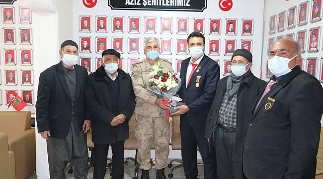 18 Mart Şehitleri Anma Günü kapsamında Aziz şehitlerimizin aileleri Malatya  İl Jandarma Komutanlığı ekiplerince ziyaret edilmiştir