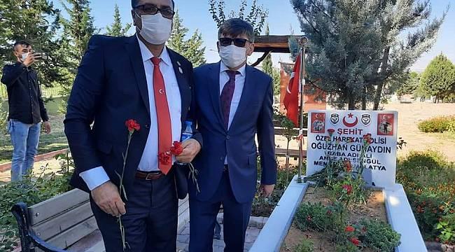 POLİS MİLLETTİR DEVLETTİR BAYRAKTIR VATANDIR