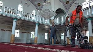 Büyükşehir, ibadethanelerde dezenfektan ve temizlik yapıyor